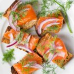 Гравлакс из лосося (слабосоленая рыба)