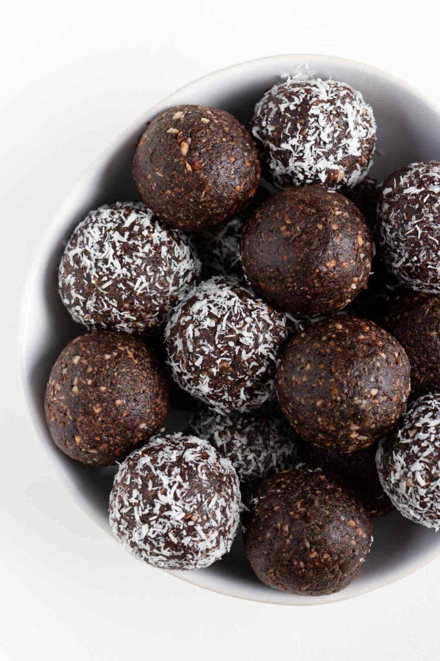 Веганские шоколадно-кокосовые шарики